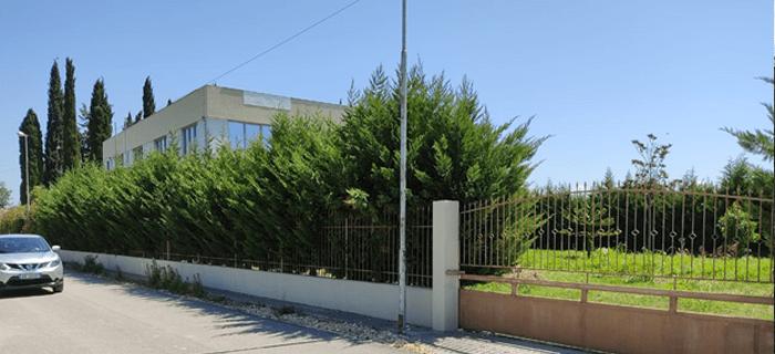 Pronë në shitje në Lushnje